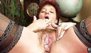 Horn-mad age-old slut majka displays her pussy cave