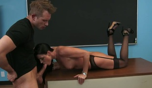 Bill Bailey shows nice sex tricks to India Summer with the aid of his subrigid sausage
